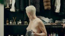 5. Дарья Мороз показала голые сиськи в гардеробной – Содержанки