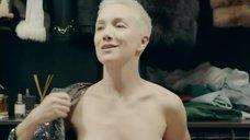 6. Дарья Мороз показала голые сиськи в гардеробной – Содержанки