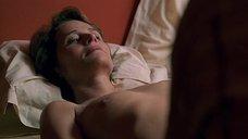 3. Откровенная сцена с Шарлоттой Рэмплинг – Бассейн (2002)