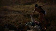 2. Катерина Шпица с голой грудью выбегает из моря – Крымский мост. Сделано с любовью!