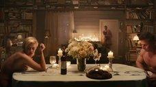 3. Полина Максимова прикрывает голую грудь тарелкой – Семь ужинов