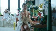Секси Александра Живова в халате