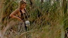 1. Секси Линда Козловски в купальнике – Крокодил Данди