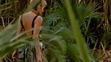2. Секси Линда Козловски в купальнике – Крокодил Данди