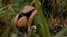 3. Секси Линда Козловски в купальнике – Крокодил Данди