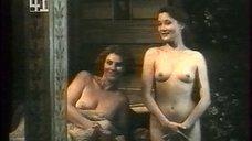 Обнаженные Кристина Тернквист и Биргитте Сендергаард позируют перед художником