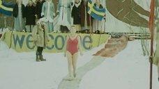1. Виолетта Жухимович в купальнике нырнула в прорубь – Праздник Нептуна