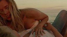 Эротическая сцена с Катериной Шпицой на пляже