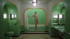 2. Сцена в ванной с голой Лией Белдам – Сияние