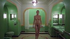 3. Сцена в ванной с голой Лией Белдам – Сияние