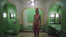 5. Сцена в ванной с голой Лией Белдам – Сияние