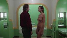 7. Сцена в ванной с голой Лией Белдам – Сияние
