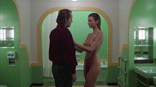 8. Сцена в ванной с голой Лией Белдам – Сияние