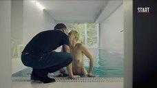 Поцелуй с голой Дарьей Мороз в бассейне