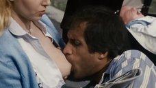 Сцена кормления грудью