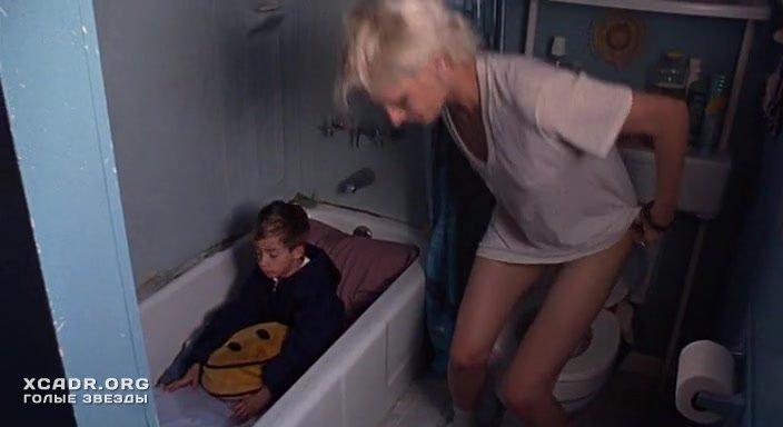 Азия Ардженто В Туалете – Цыпочки (2004)