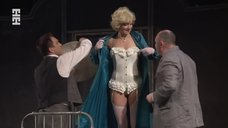 Секси Рамиля Искандер в спектакле «Подходцев и двое других»