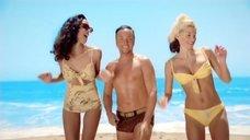 Группа «Блестящие» в купальниках в клипе Ча Ча Ча