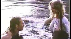 Светлана Зеленковская без лифчика купается в озере