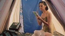Сексуальная учительница Марина Липченко в обтягивающем купальнике