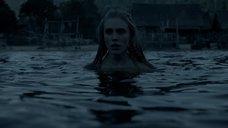 7. Обнаженная Гайя Уайсс заходит в воду – Викинги