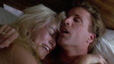 1. Дженнифер Тилли делает колесо после секса – Сделано в Америке (1993)