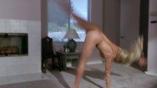8. Дженнифер Тилли делает колесо после секса – Сделано в Америке (1993)