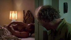 4. Секс сцена с Дженнифер Тилли – Побег (1994)