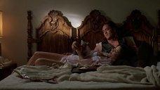 2. Дженнифер Тилли в постели – Побег (1994)