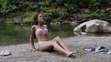 Кристал Лоу в белье на пляже