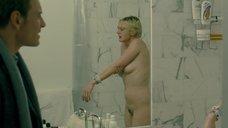 Обнаженная Кэри Маллиган в ванной