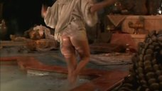 Кэтрин Хайгл засветила голую попку