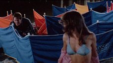 Лиа Томпсон в бикини на пляже