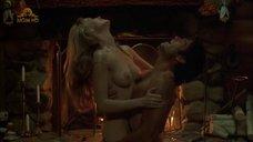 Секс с Лизетт Энтони возле камина