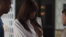4. Кали Хоук случайно засветила грудь – Пятьдесят оттенков чёрного