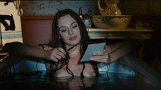 Обнаженная Луиз Бургуан принимает ванну