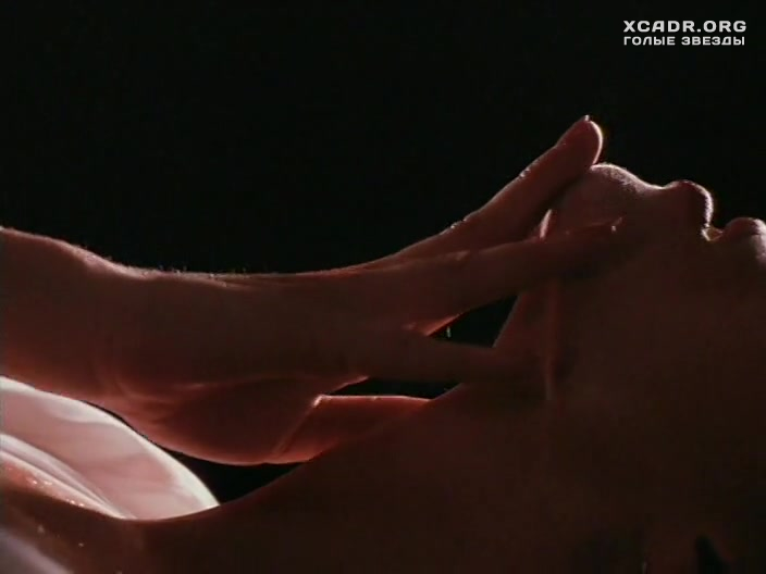 Мелинда Кларк Мастурбирует – Слияние Двух Лун 2: Возвращение (1995)
