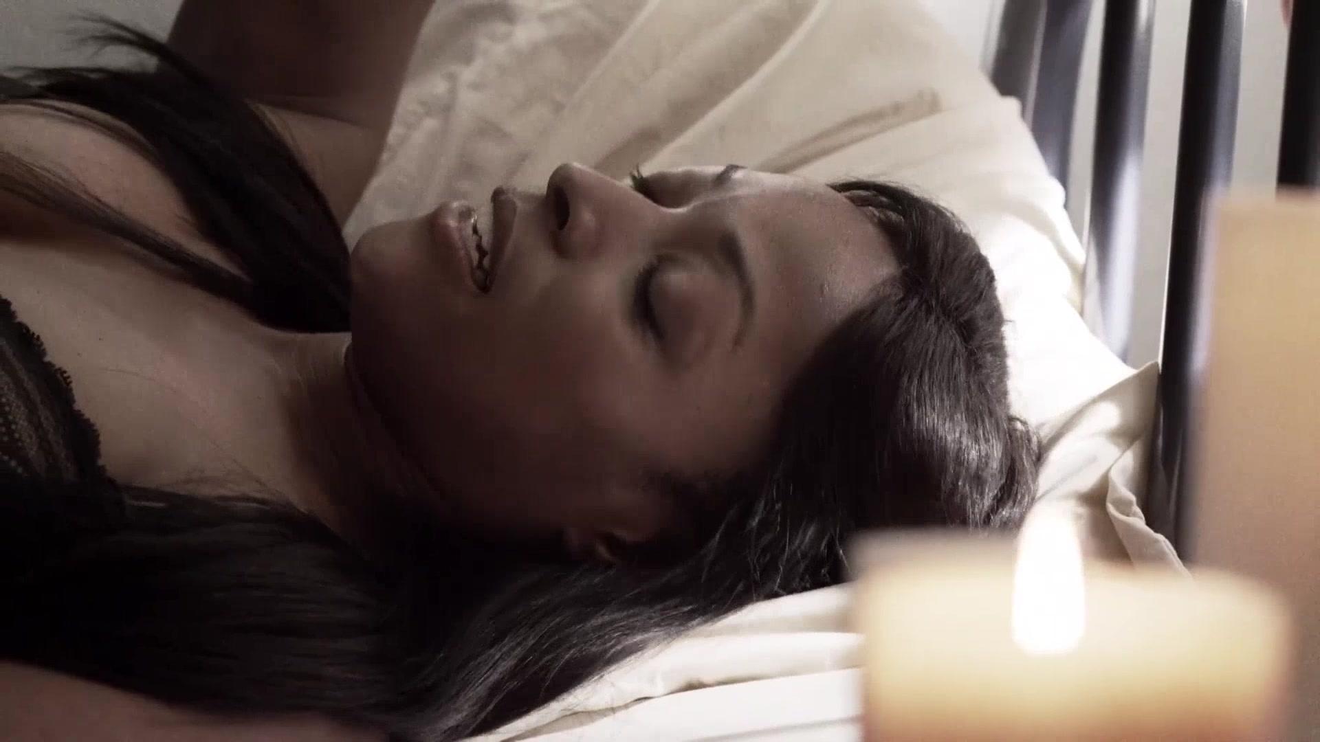 Келлите Смит Делают Куннилингус – Нация Z (2014)