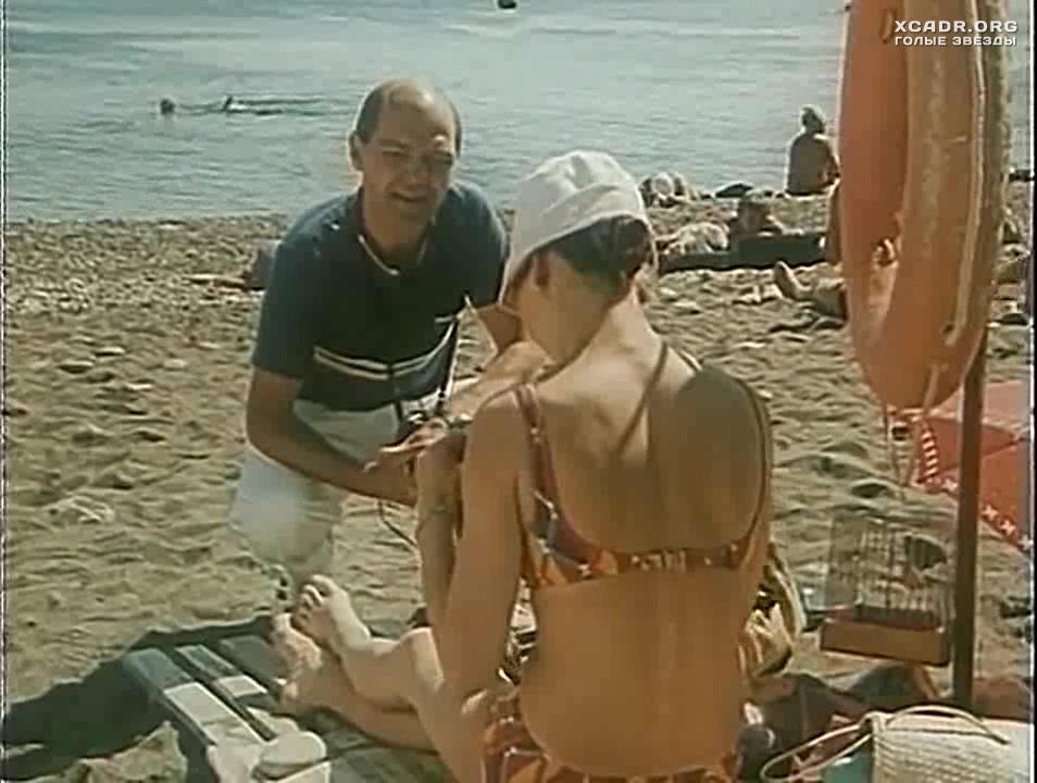 Елена Копыль В Купальнике На Пляже – Дама С Попугаем (1988)