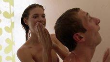 1. Кейт Майнер принимает душ с парнем – Бесстыжие