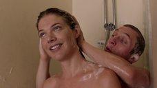 5. Кейт Майнер принимает душ с парнем – Бесстыжие