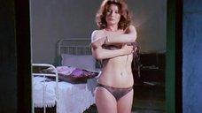 4. Военные подглядывают за Эдвиж Фенек без одежды – Медсестра и большие маневры