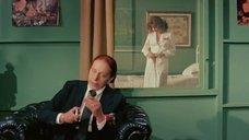 1. Эдвиж Фенек раздевается за прозрачным зеркалом – Медсестра и большие маневры