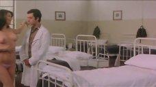 7. Эдвиж Фенек оголила грудь для доктора – Докторша из военного госпиталя