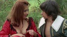 2. Женщина засветила грудь – Сексуальные приключения трех мушкетеров