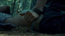 3. Сцена изнасилования Сары Пэкстон в лесу – Последний дом слева