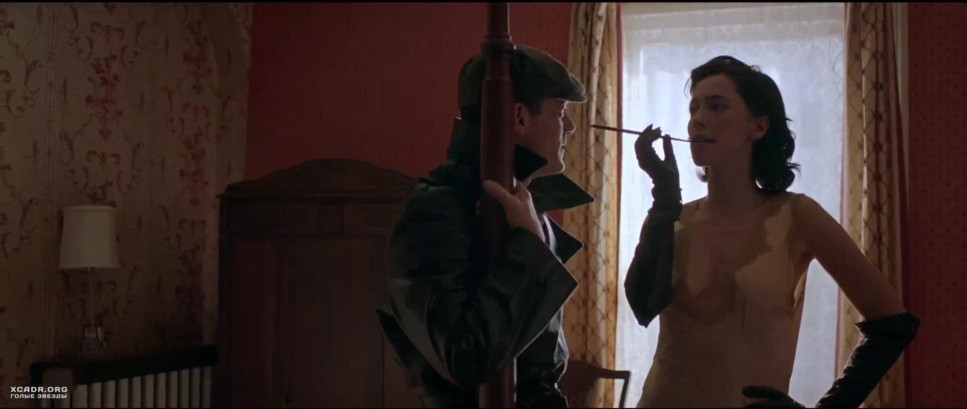 Интимная Сцена С Ребеккой Холл И Беллой Хиткот – Профессор Марстон И Его Чудо-Женщины (2020)