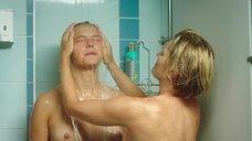 3. Таисия Вилкова и Виктория Толстоганова принимают душ – Выше неба (2019)