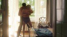 2. Секс сцена с Викторией Толстогановой – Выше неба (2019)