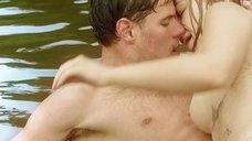 4. Секс сцена с Таисией Вилковой в воде – Выше неба (2019)